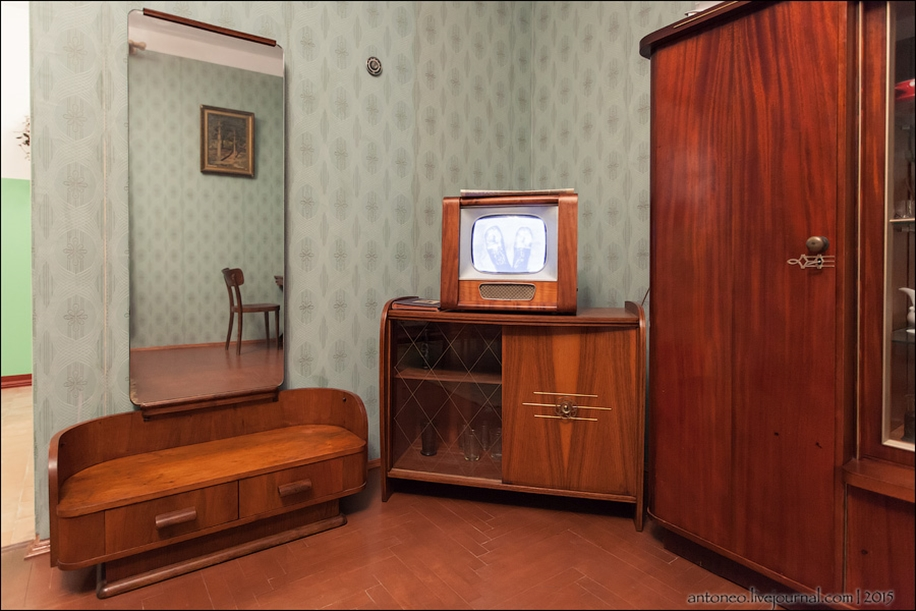 Back in the USSR-time apartment on the Arbat 05