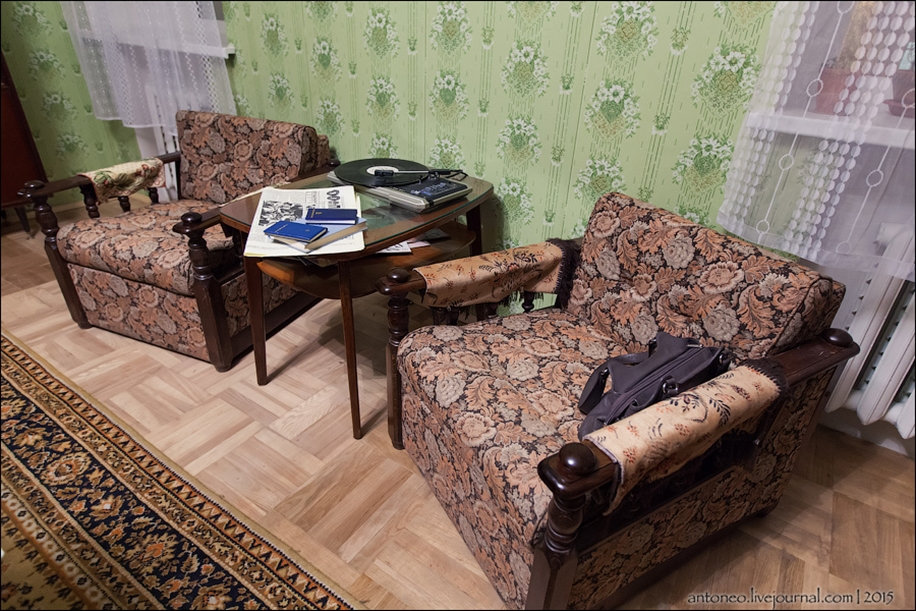 Back in the USSR-time apartment on the Arbat 18