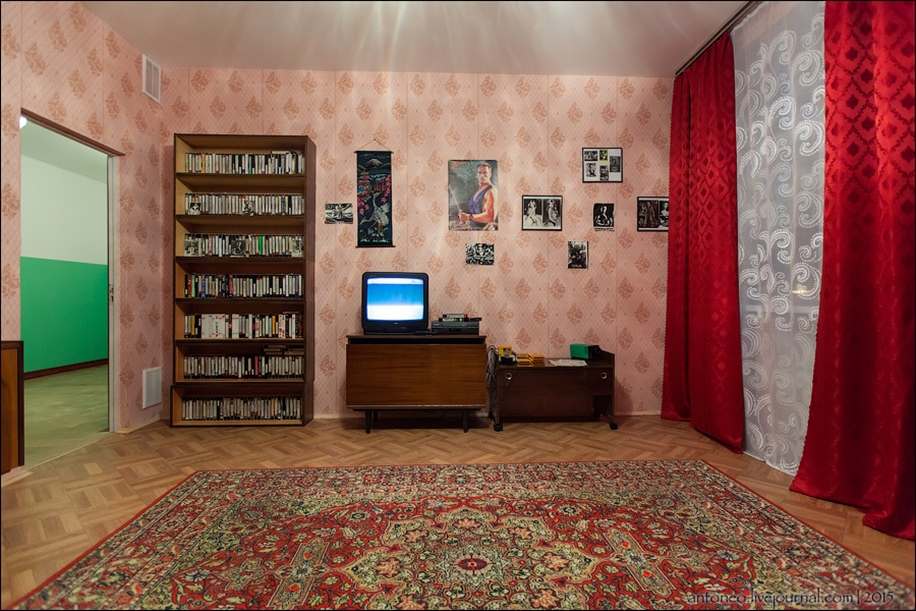 Back in the USSR-time apartment on the Arbat 21