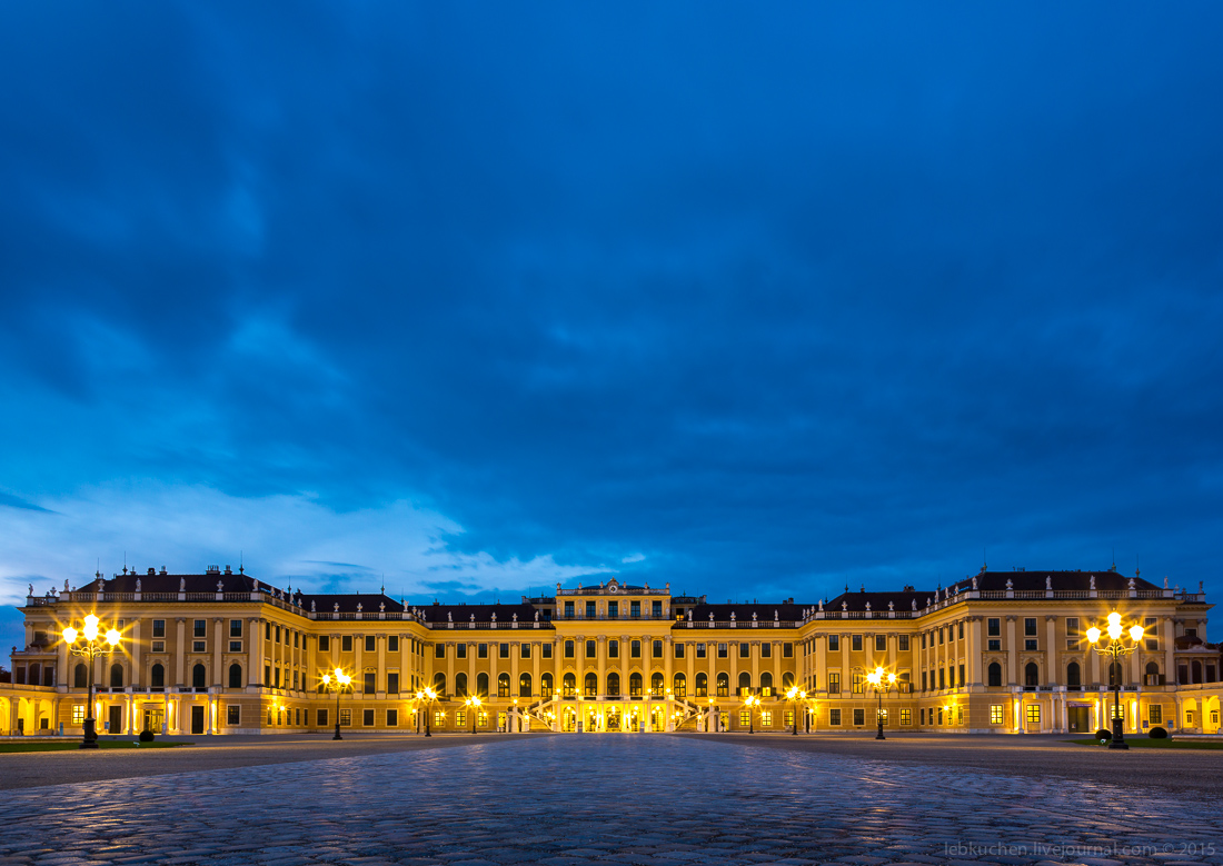 Dawn at schönbrunn Palace 03