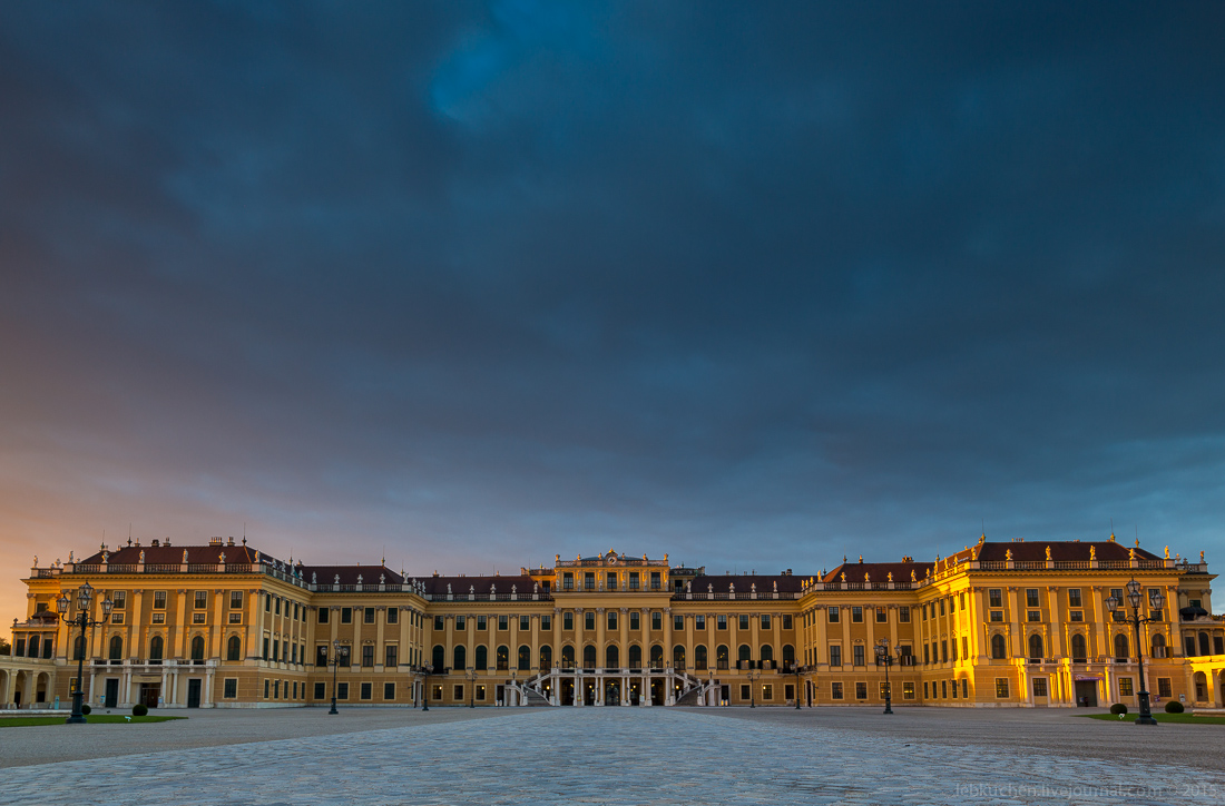 Dawn at schönbrunn Palace 09
