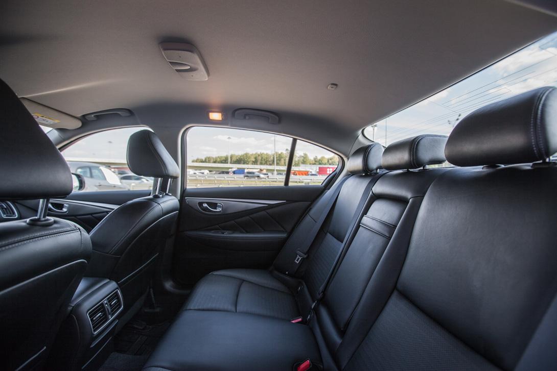Infiniti Q50 Hybrid 08
