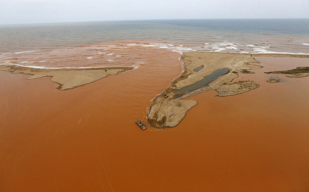 Red mud in the Atlantic ocean 14