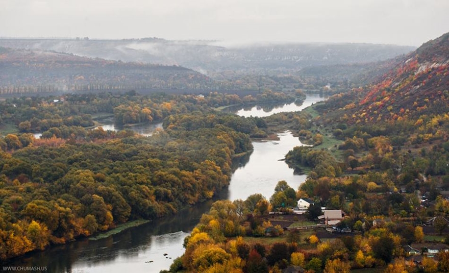 The charm of autumn in the countryside of Moldova 17