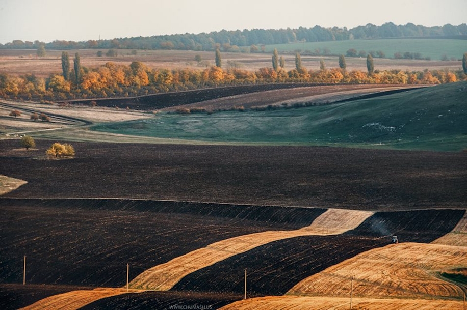 The charm of autumn in the countryside of Moldova 22