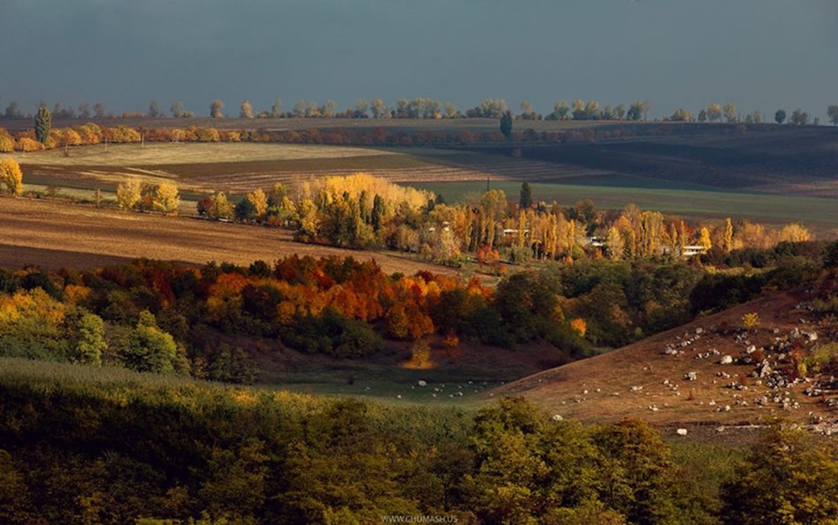 The charm of autumn in the countryside of Moldova 23