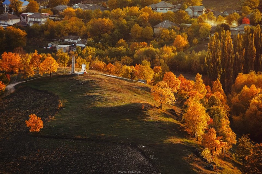 The charm of autumn in the countryside of Moldova 24