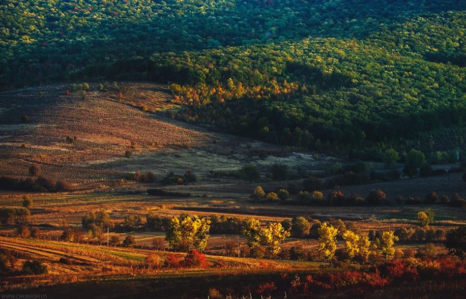 The charm of autumn in the countryside of Moldova 25