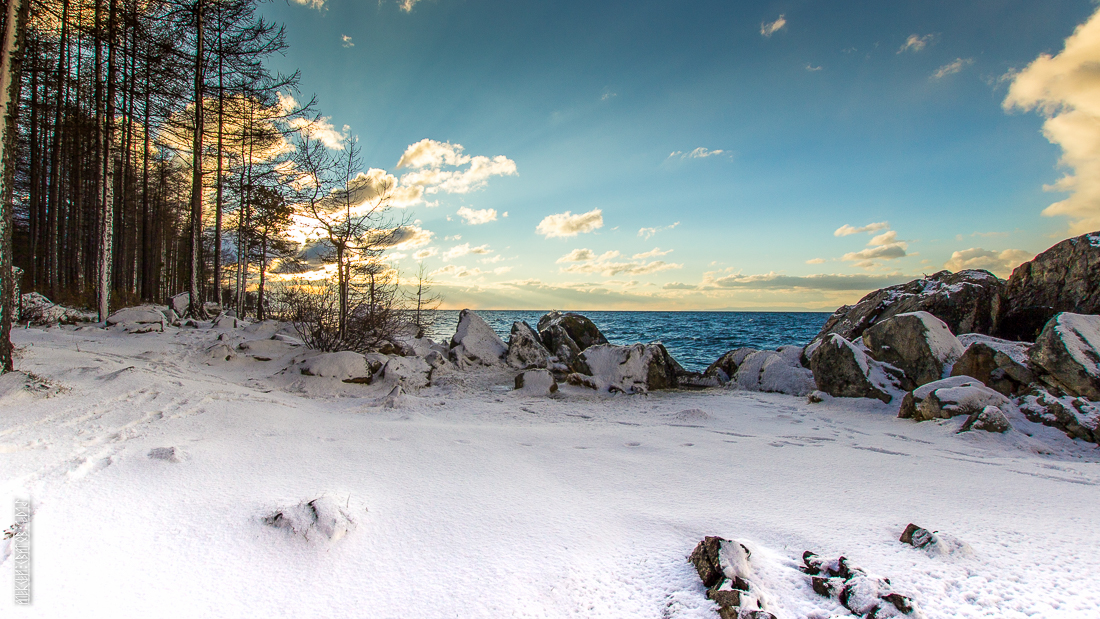 The waves, the snow and rocks of the Baikal 12