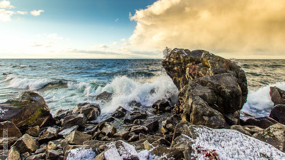 The waves, the snow and rocks of the Baikal 13