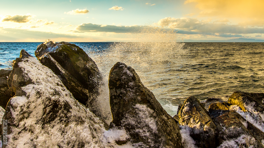 The waves, the snow and rocks of the Baikal 17