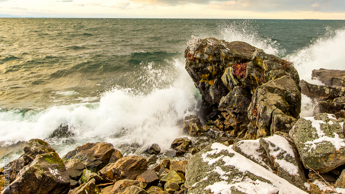 The waves, the snow and rocks of the Baikal 21