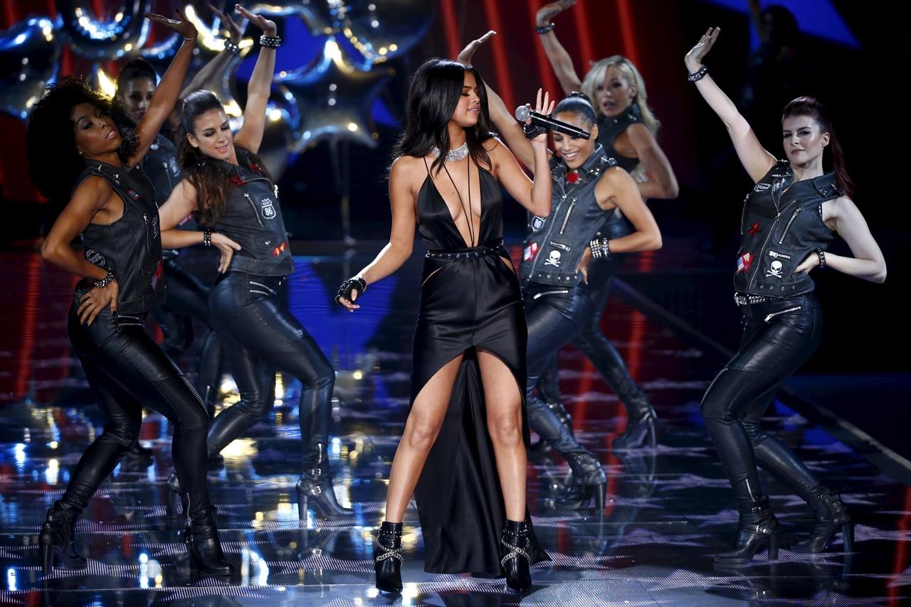 victorias-secret-fashion-show-2015-reuters-11