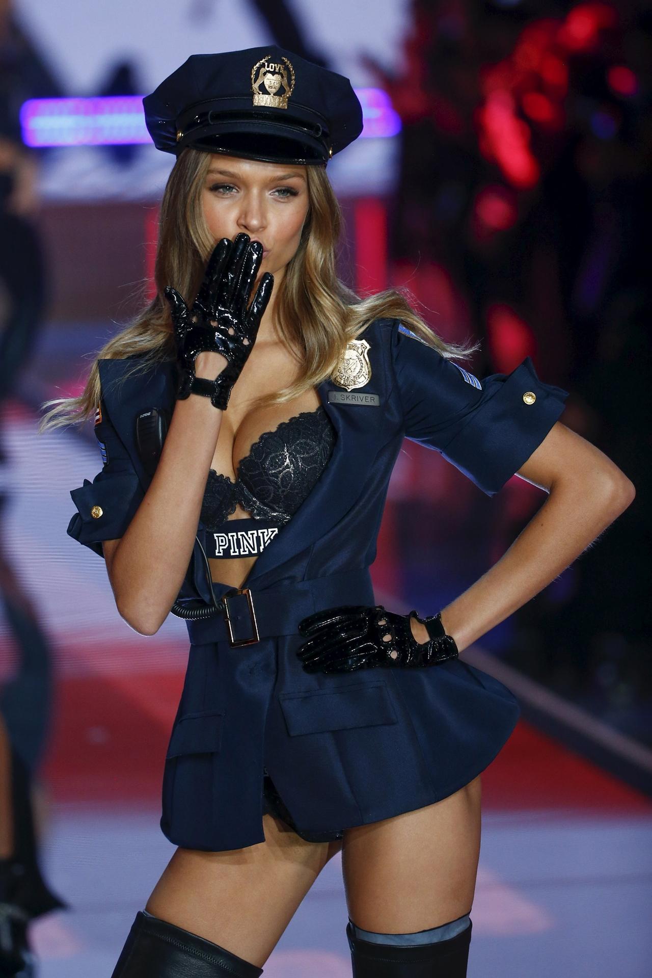 victorias-secret-fashion-show-2015-reuters-17