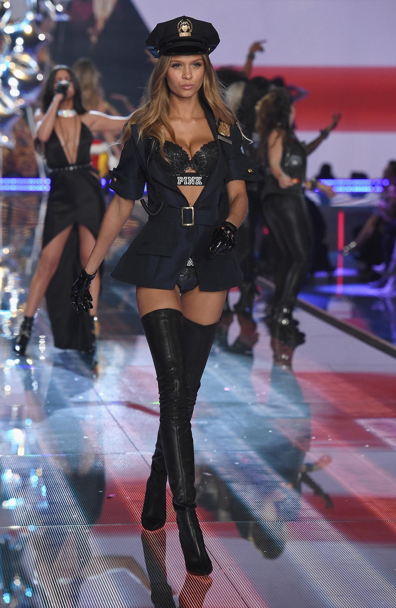 victorias-secret-fashion-show-2015-reuters-20