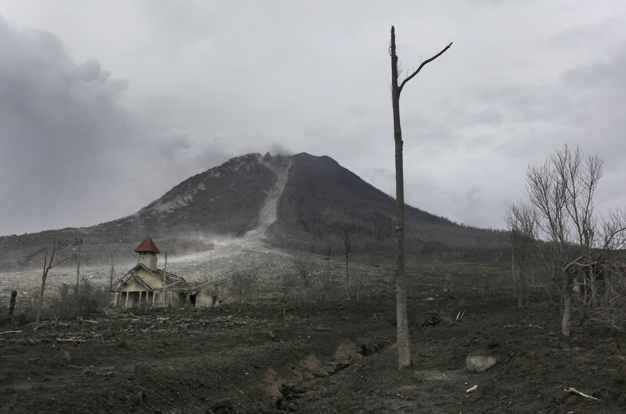 2015 The Year in Volcanic Activity 11