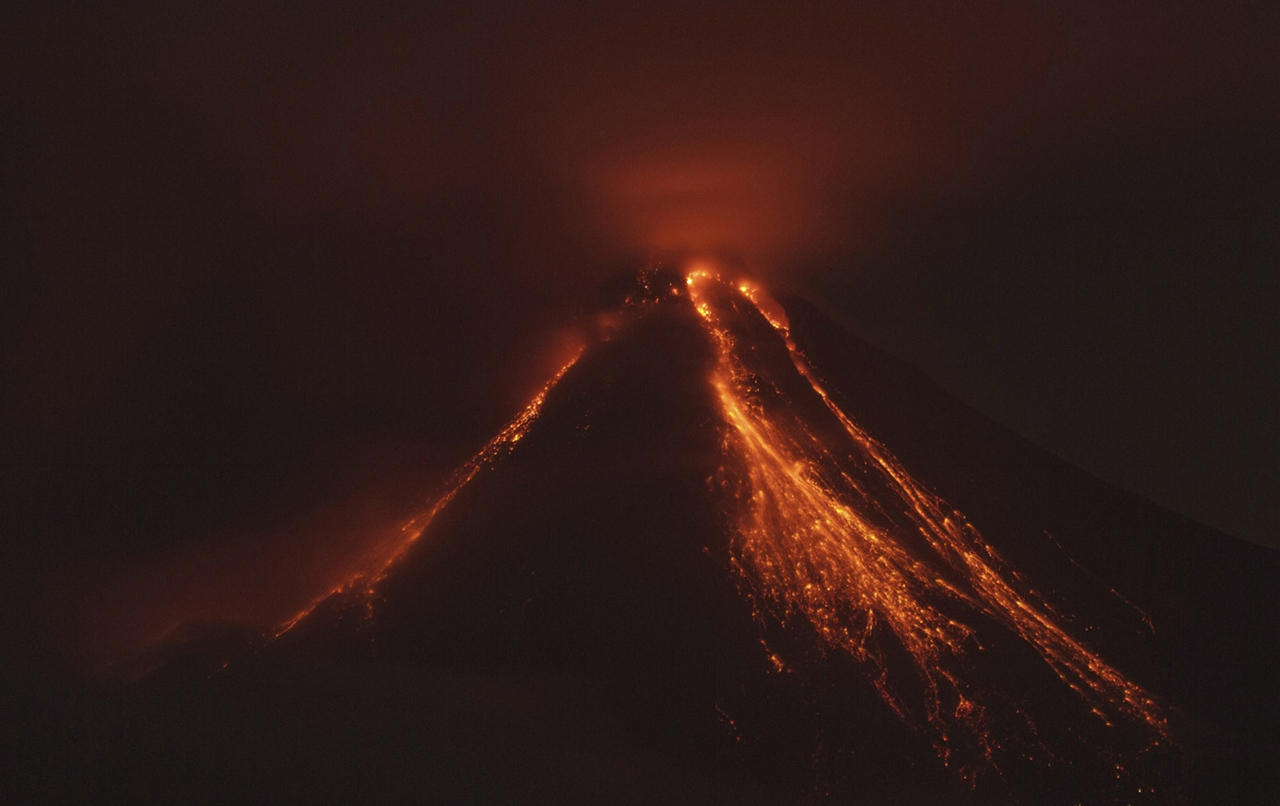 2015 The Year in Volcanic Activity 23