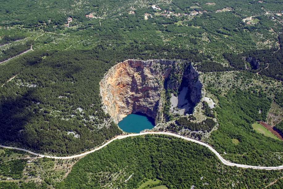 6 impressive sinkholes of the world 03