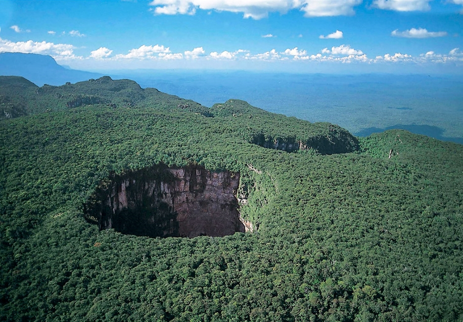 6 impressive sinkholes of the world 10