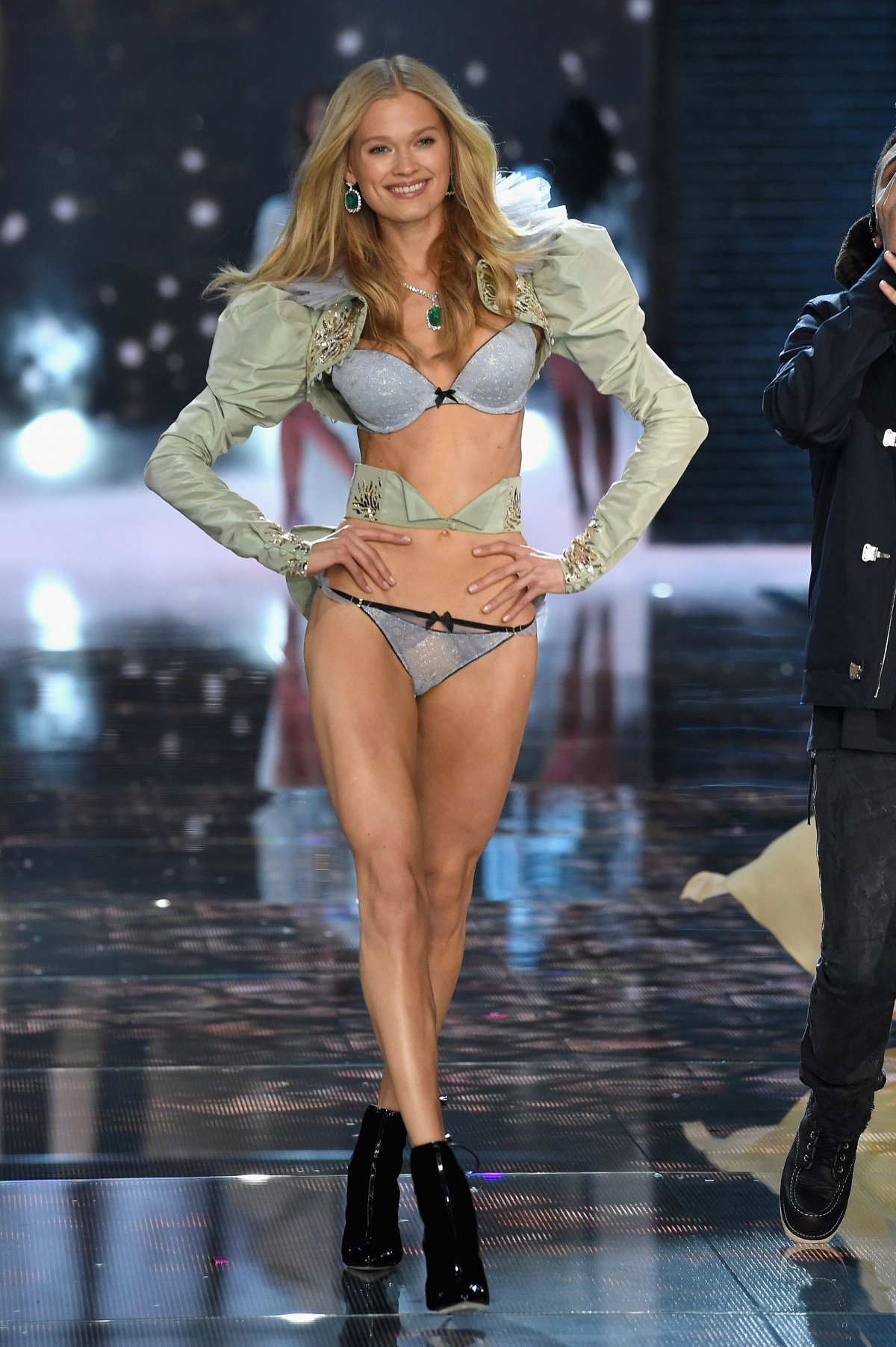 All the outfits from the fashion show Victoria's Secret Fashion Show 2015_28