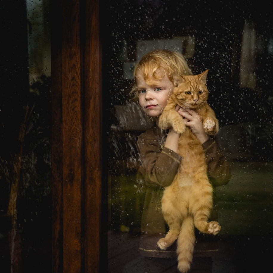 Amazing shots of children and animals from different parts of the world 05