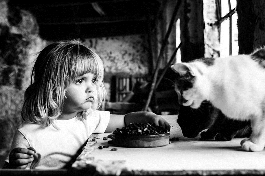 Amazing shots of children and animals from different parts of the world 36