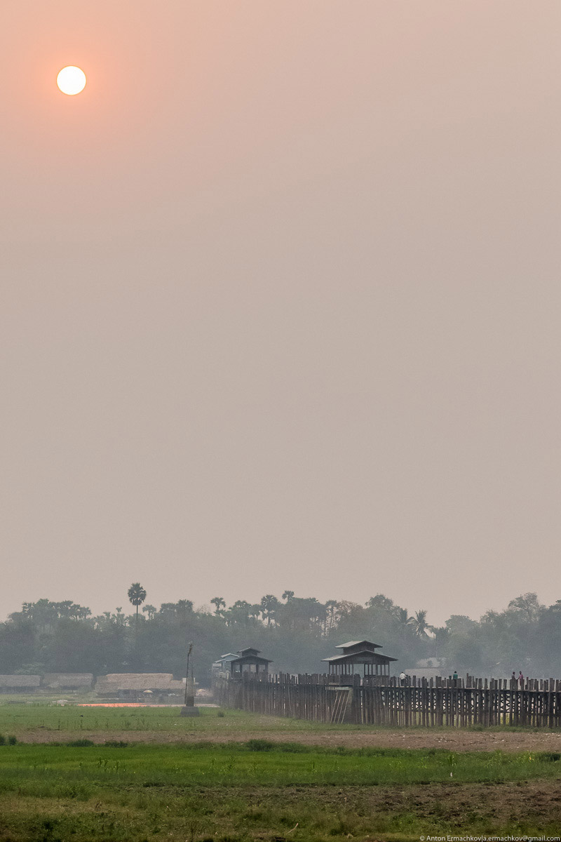 Burma. The famous U Bein bridge 04