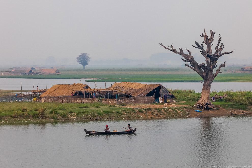 Burma. The famous U Bein bridge 06