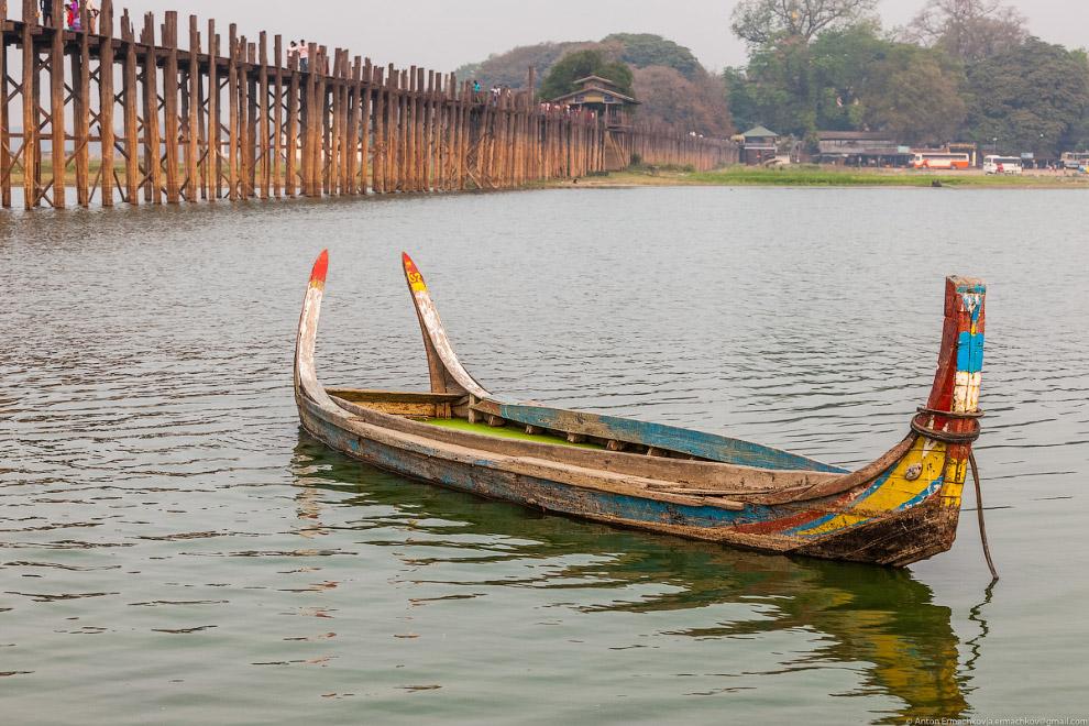 Burma. The famous U Bein bridge 08