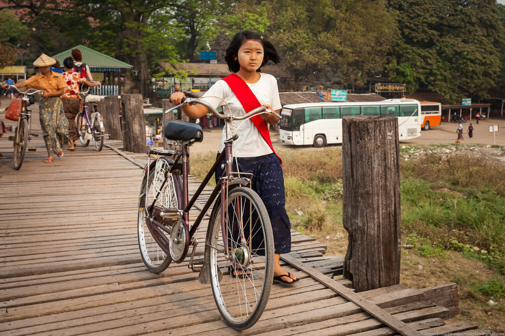 Burma. The famous U Bein bridge 14