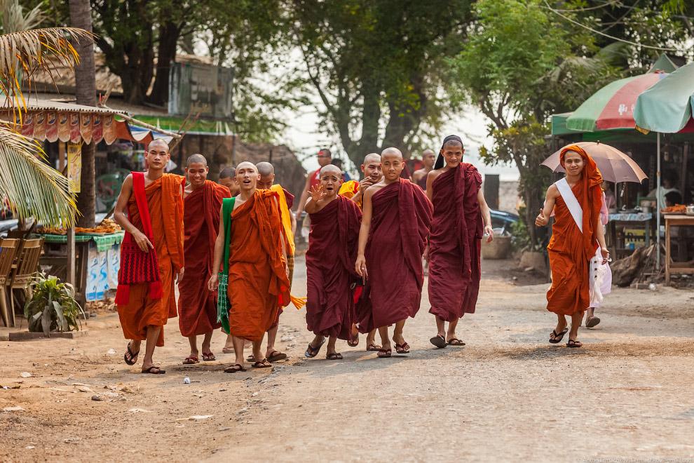 Burma. The famous U Bein bridge 22