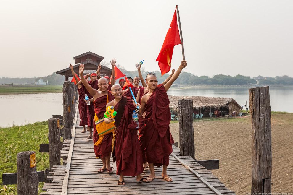 Burma. The famous U Bein bridge 23