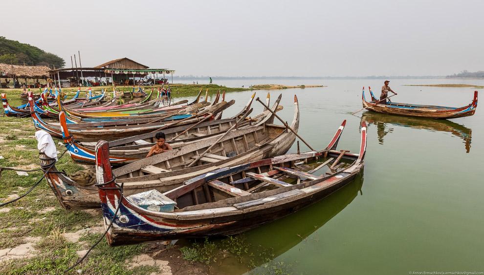 Burma. The famous U Bein bridge 25