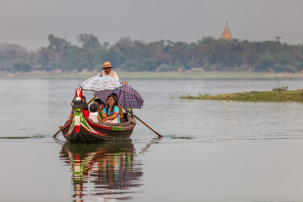 Burma. The famous U Bein bridge 26