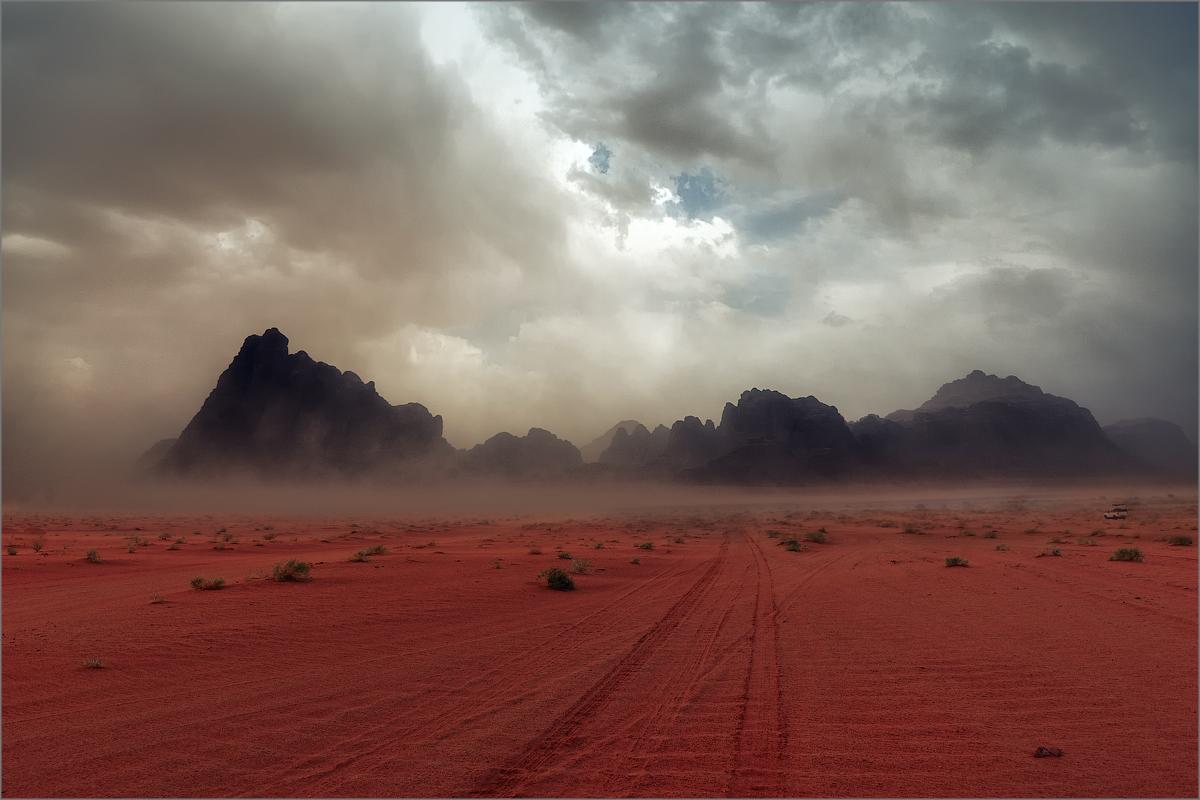 Пустыня в которой идут красные дожди