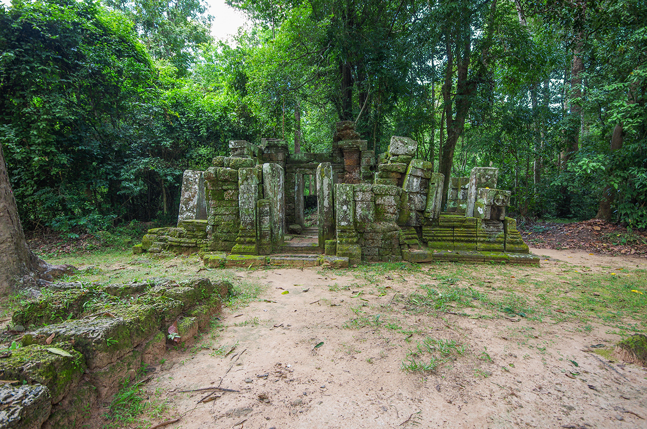 Little-known buildings of Angkor 01