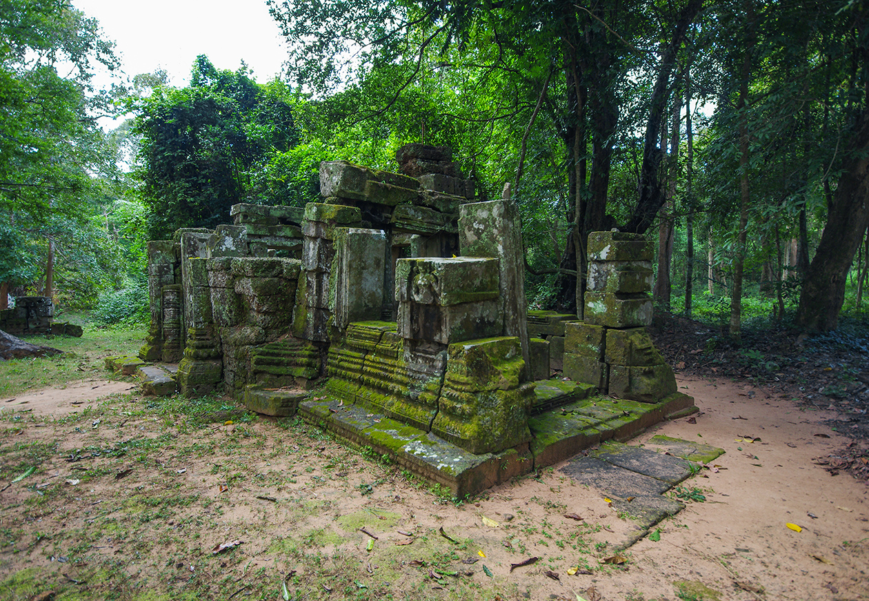 Little-known buildings of Angkor 03