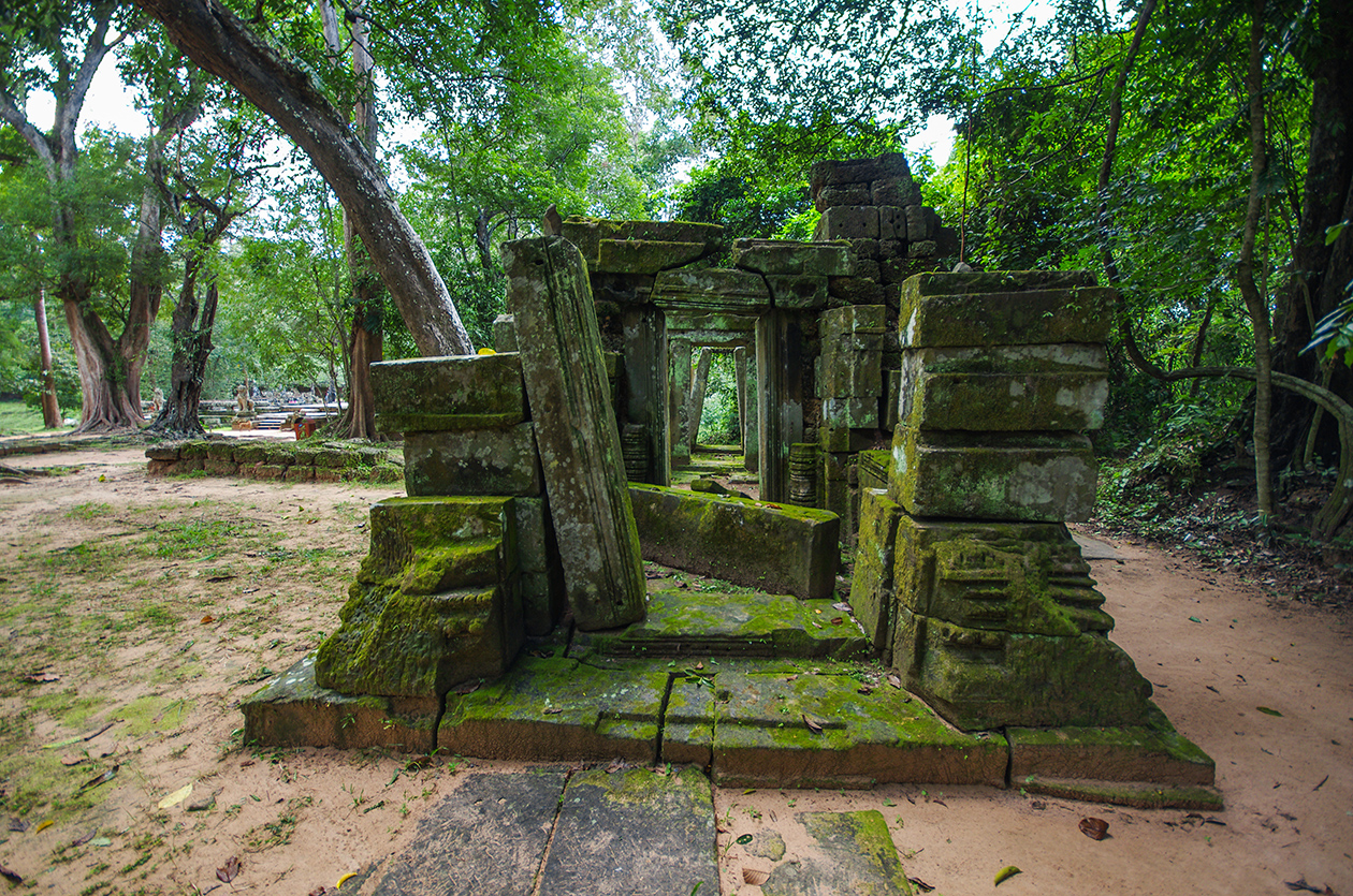 Little-known buildings of Angkor 04