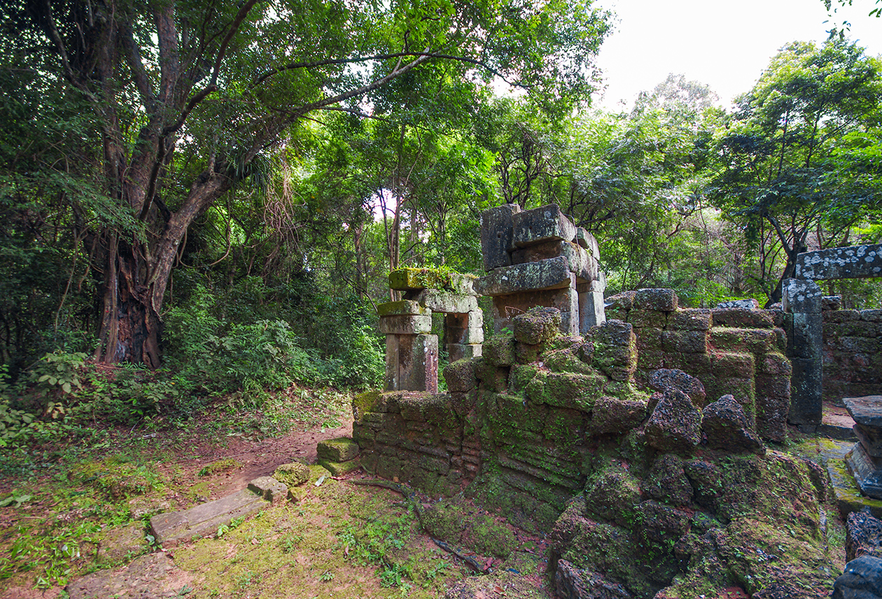 Little-known buildings of Angkor 11