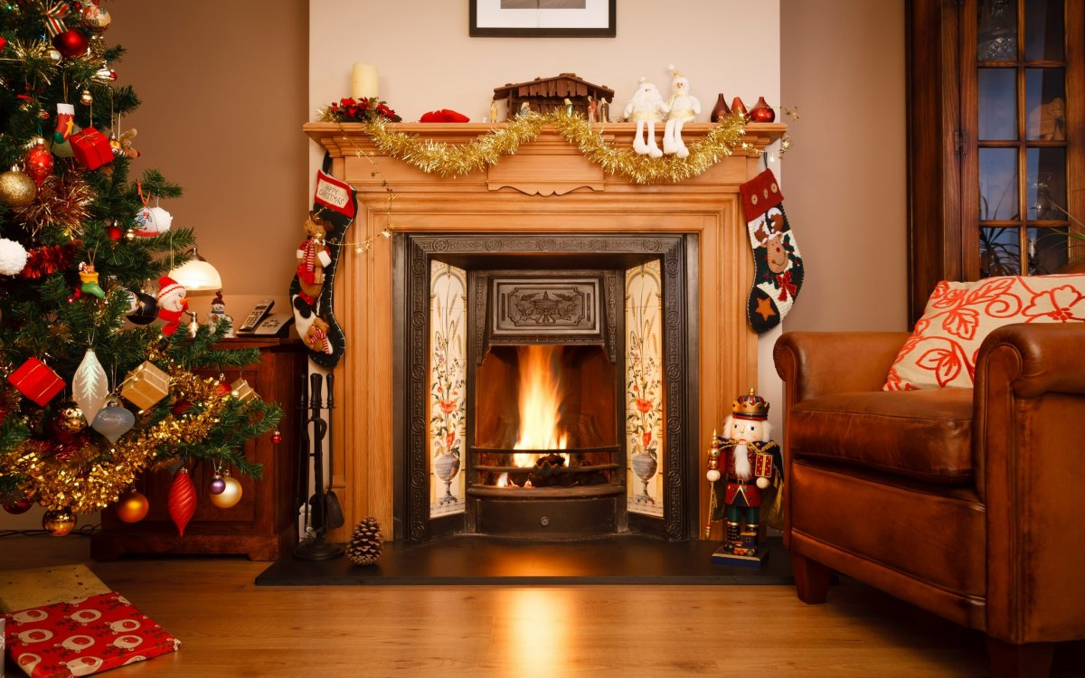 New year images with Christmas trees and fireplaces 12
