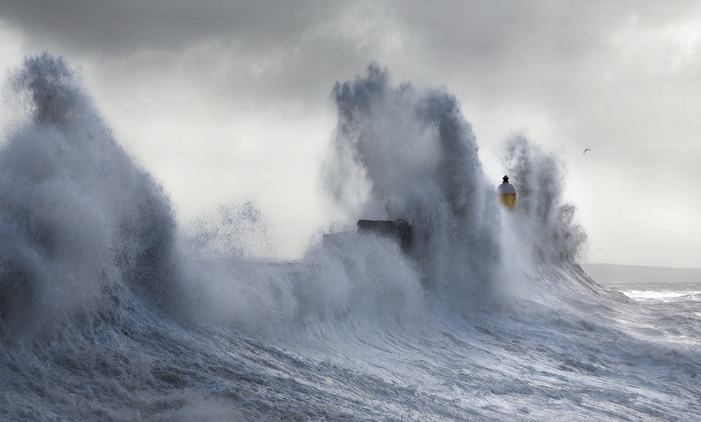 Photos of storms at Porthcawl 08