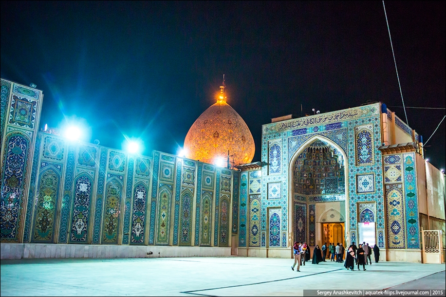 The mausoleum of Shah cheragh in Shiraz Iran 02
