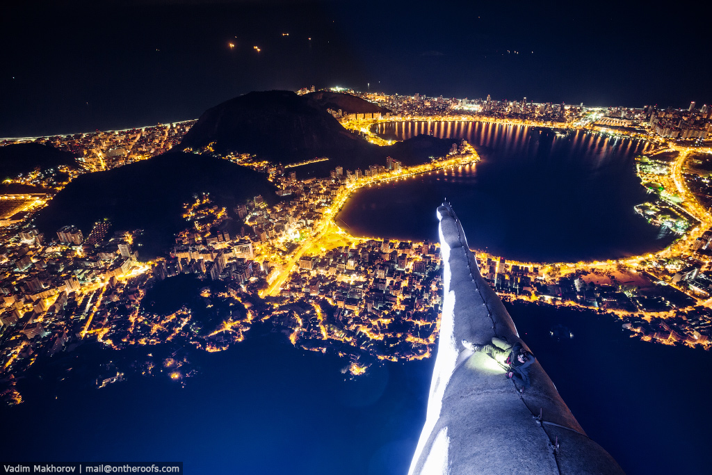 The top of the statue of Christ the Redeemer in Rio de Janeiro 02