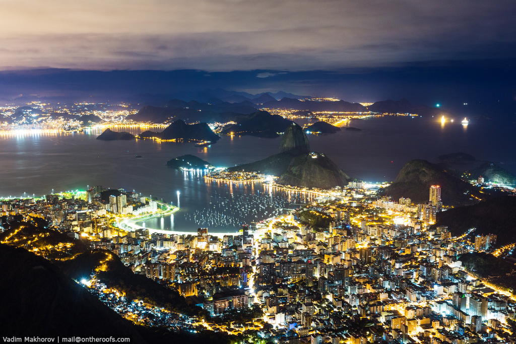 The top of the statue of Christ the Redeemer in Rio de Janeiro 04