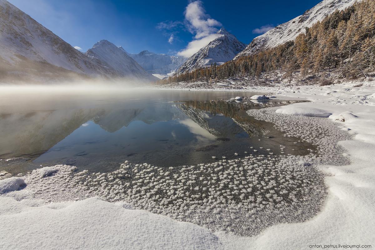 Зимняя сказка в осенних горах