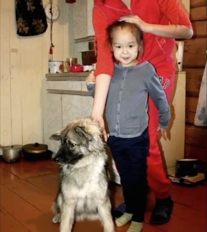 3-year-old girl lost in the woods, 11 days helped her to survive her faithful friend 03