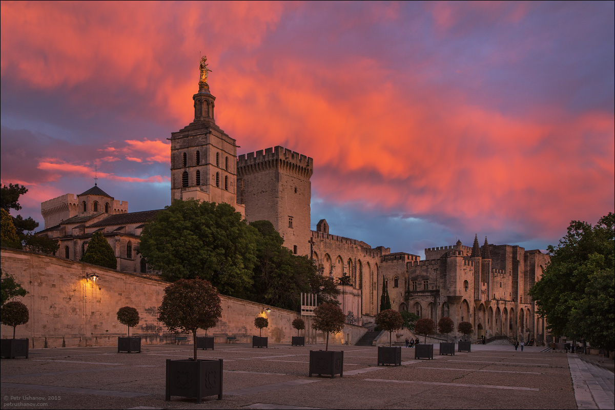 Avignon - the papal Palace About two and a sunset 01