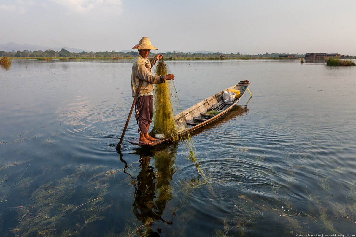 Burma. The fishermen of Inle lake 02