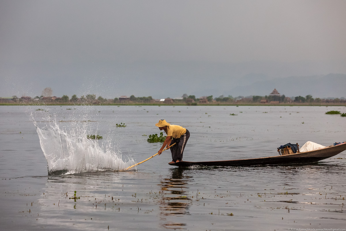 Burma. The fishermen of Inle lake 06