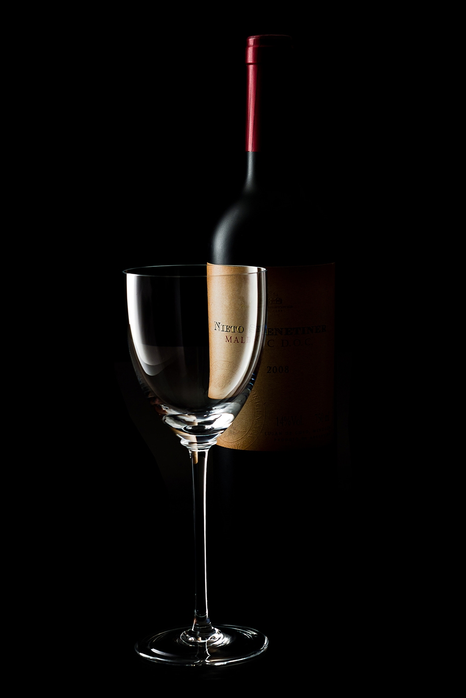 Elegant still life photography by Luiz Laercio 12